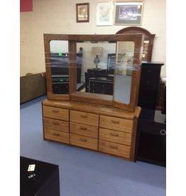 9 drawer dresser / w lighted mirror hutch