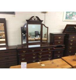9 drawer dresser / cherry w mirror