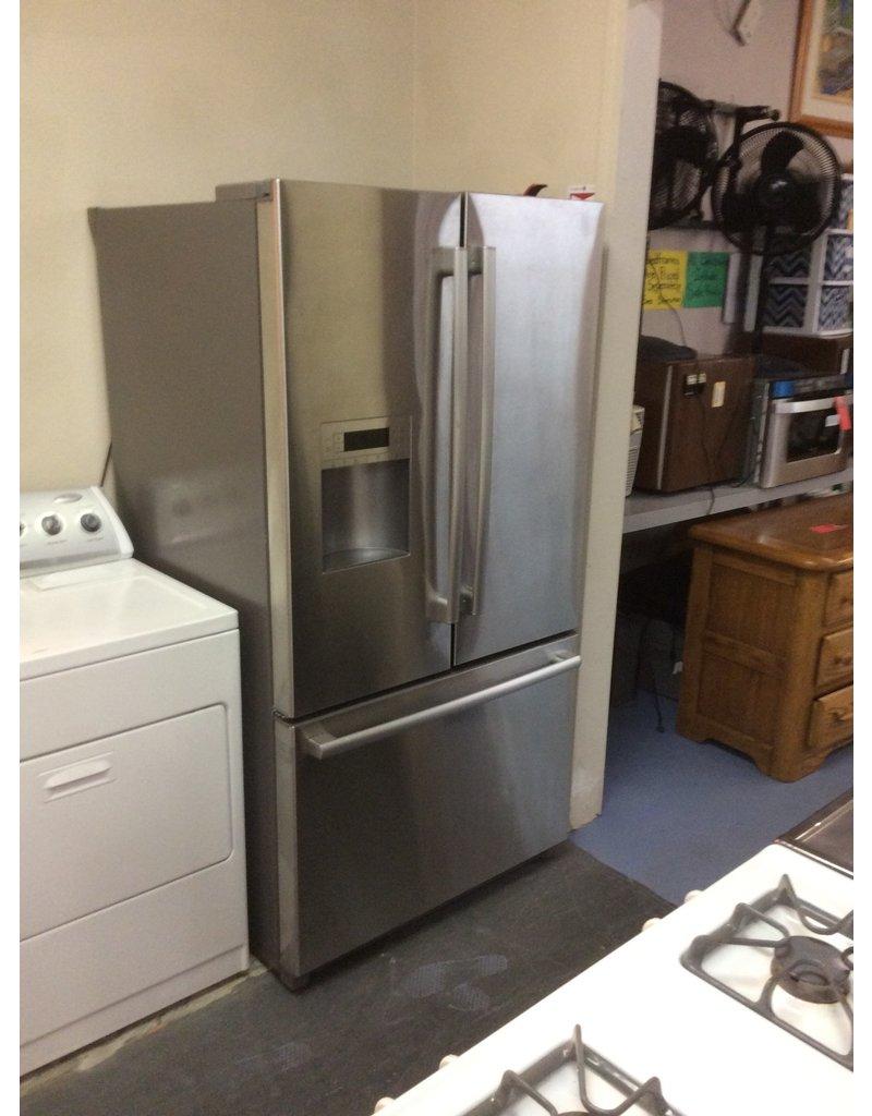 Refrigerator / Bosch, SS w bottom freezer drawer