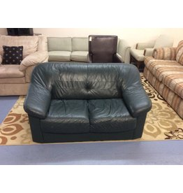 Loveseat / green leather