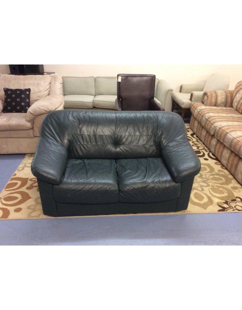Loveseat / green leather
