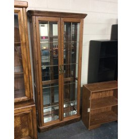 Curio cabinet / oak 2 doors glass