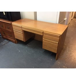 Double ped desk / oak