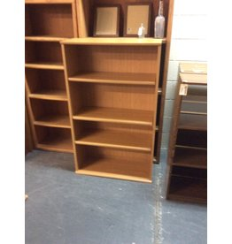 4' bookcase / double wide oak