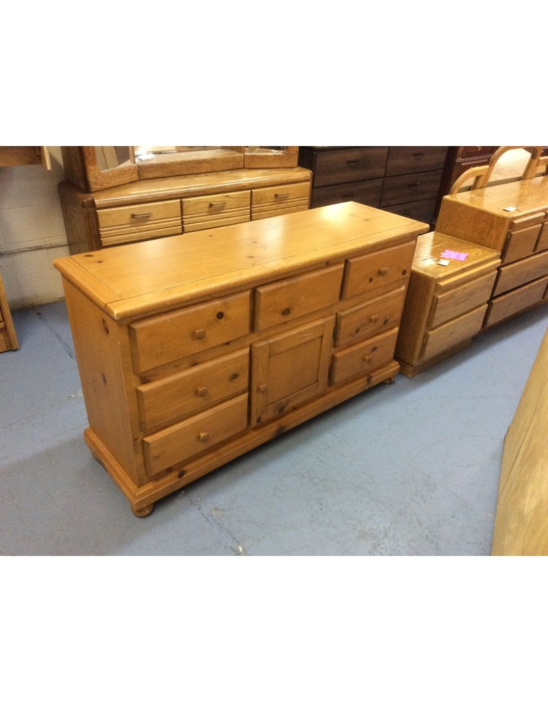Dresser / 7 drawer, 1 door,  pine