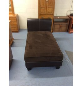 Chaise lounger / brown