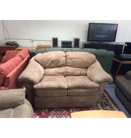 Loveseat / brown micro