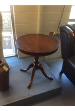 End table / round cherry