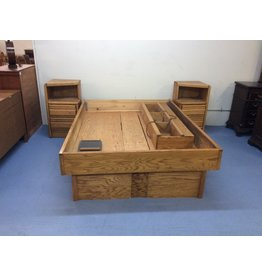 Queen size platform bed / oak