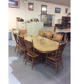 5 piece dinette / oak w captains chairs