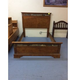 Queen bedstead / slate trim