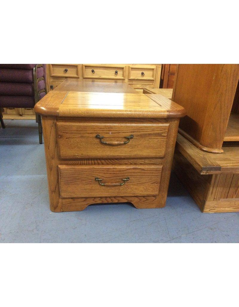 2 drawer nightstand / oak w oak handles