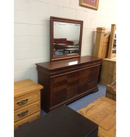 8 drawer dresser / cherry w mirror