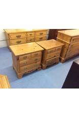 Pair nightstands / 3 drawer pine