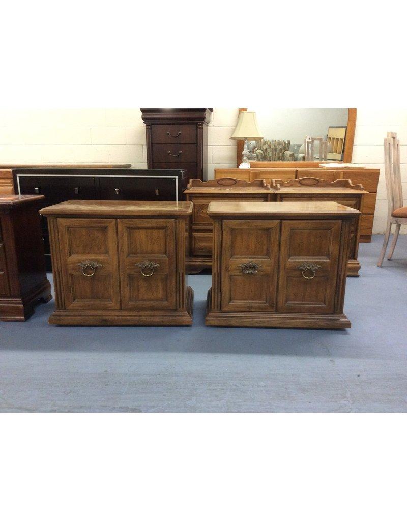 Pair nightstands / maple 2 door