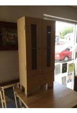 2 door cabinet / blonde