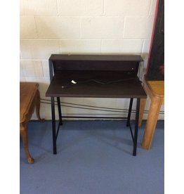 Small desk w usb ports