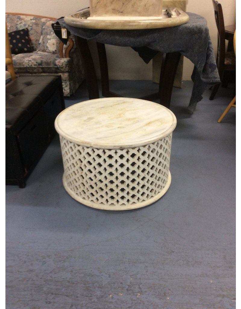 Small round table / white