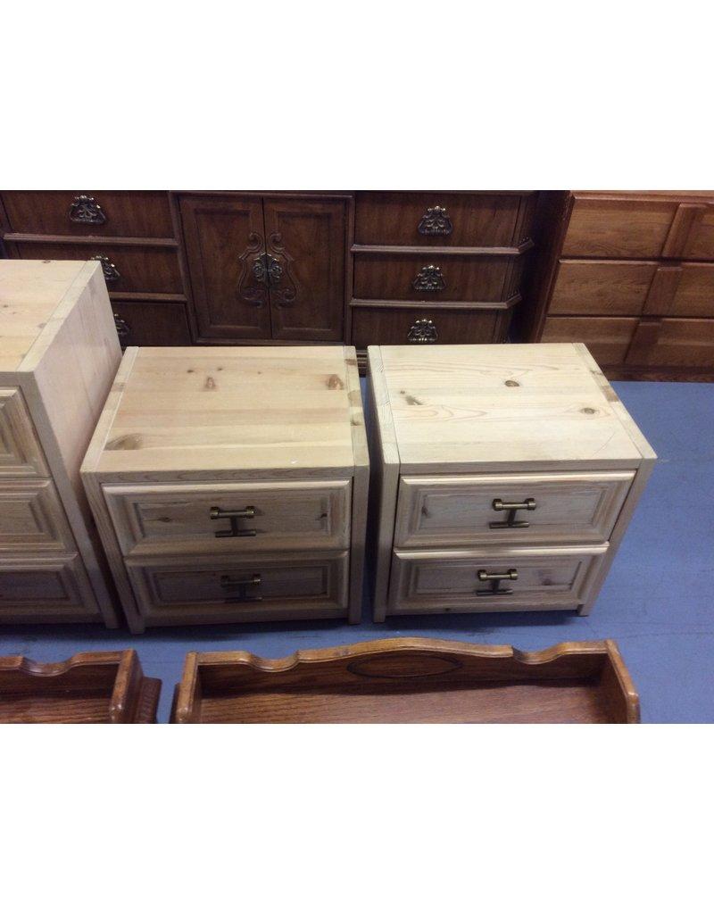 Pair 2 drawer nightstands / pine
