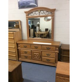 7 drawer, 1 door dresser w mirror