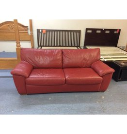 Sofa / red w queen bed