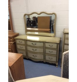 9 drawer dresser w mirror. / goldish