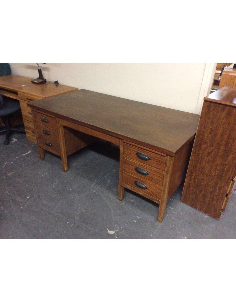 Double ped desk / maple