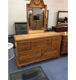 10 drawer dresser w mirror / pine