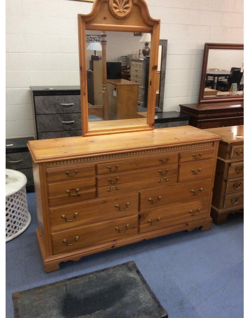 10 drawer dresser w mirror / pine
