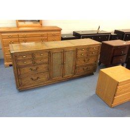 6 drawer, 2 door dresser / maple