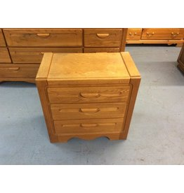 3 drawer nightstand / oak