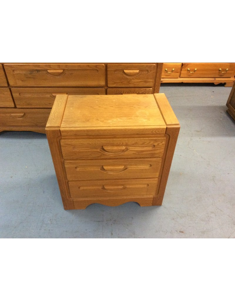 3 drawer nightstand / oak
