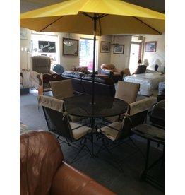 5 piece dinette / patio w umbrella