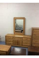 7 drawer, 2 door dresser / oak w mirror
