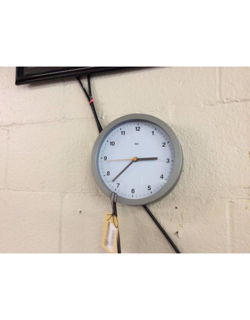 Clock round silver