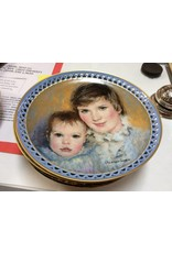 Decor plate boy with baby