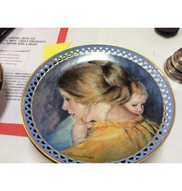Decor plate woman holding baby