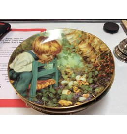 Decor plate boy on chair