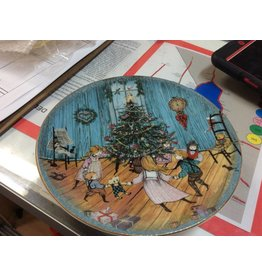Decor plate Christmas  tree with  kids
