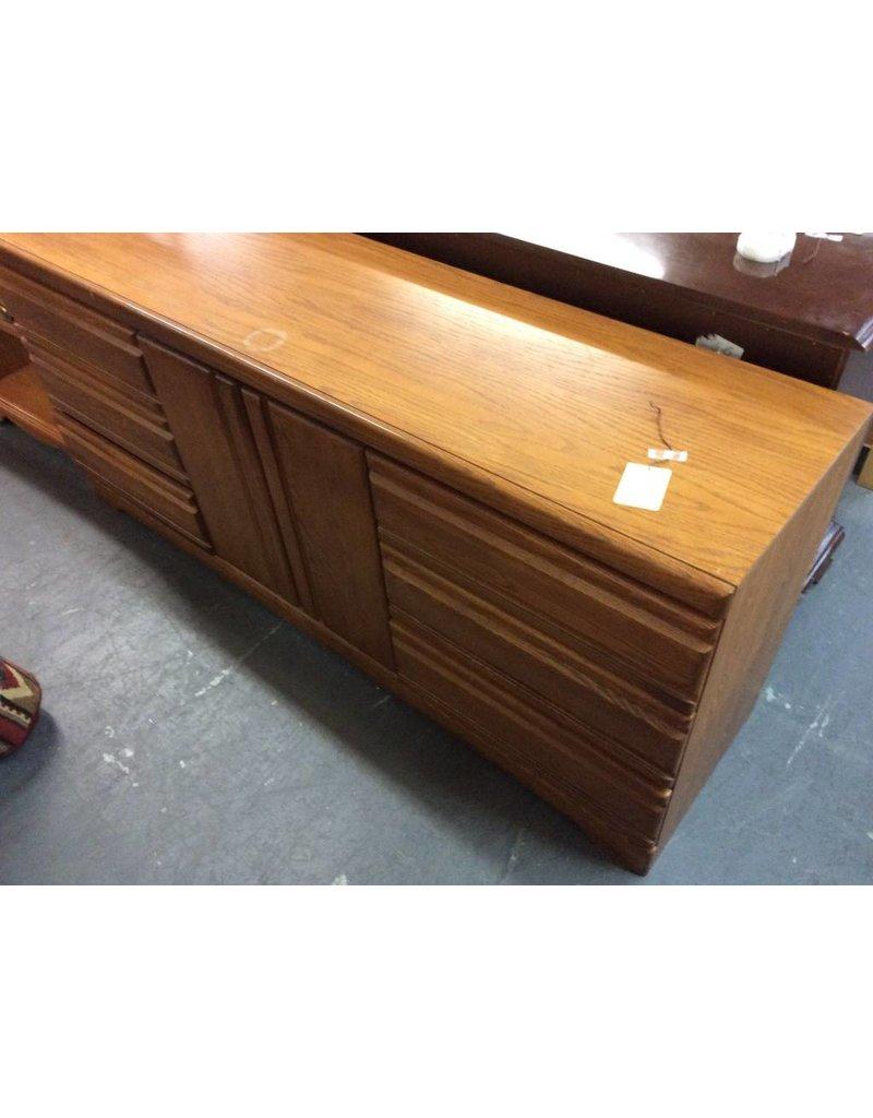 6 drawer, 2 door dresser / oak