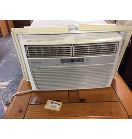 Window a/c frigidaire w/ remote