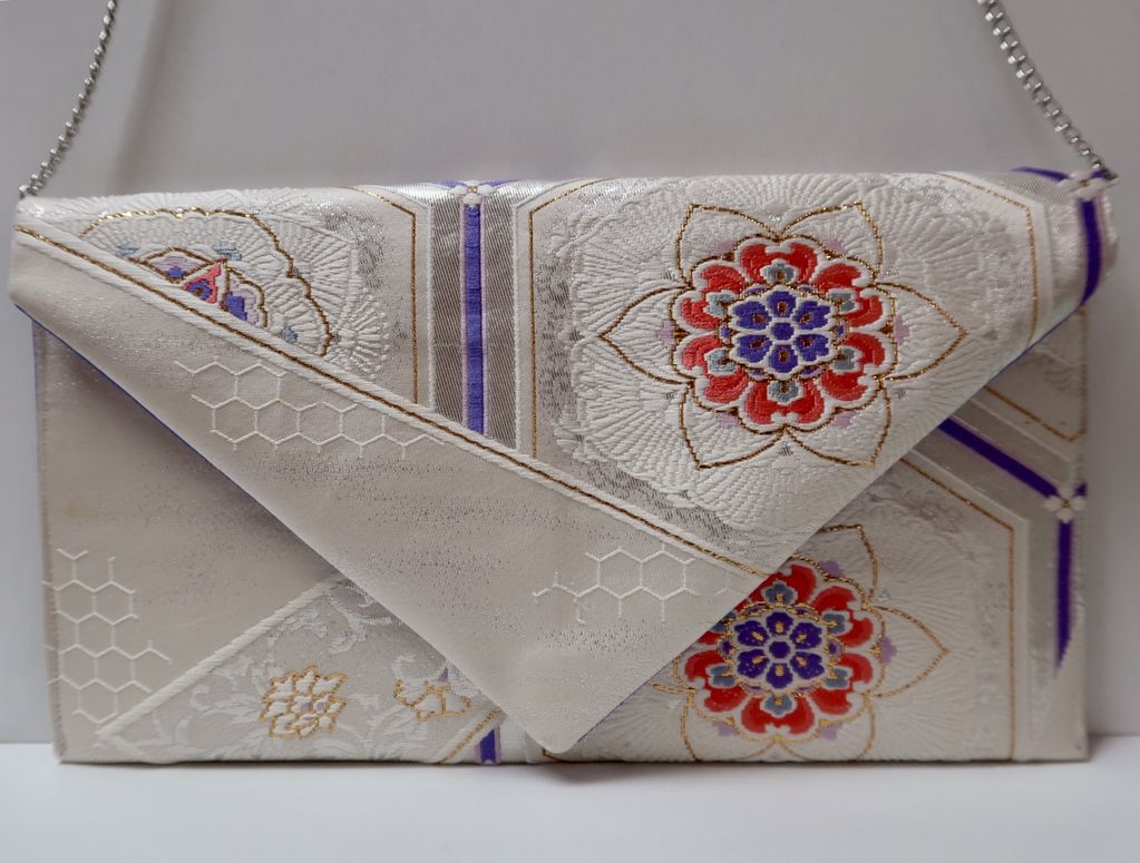 Leina Aonuma WHITE/LAVENDER/GOLD FLOWER-POINTED FLAP: OBI CLUTCH