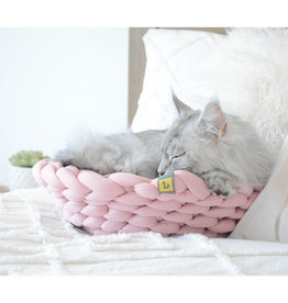 BE ONE BREED Round Knitted Pink Bed Cat