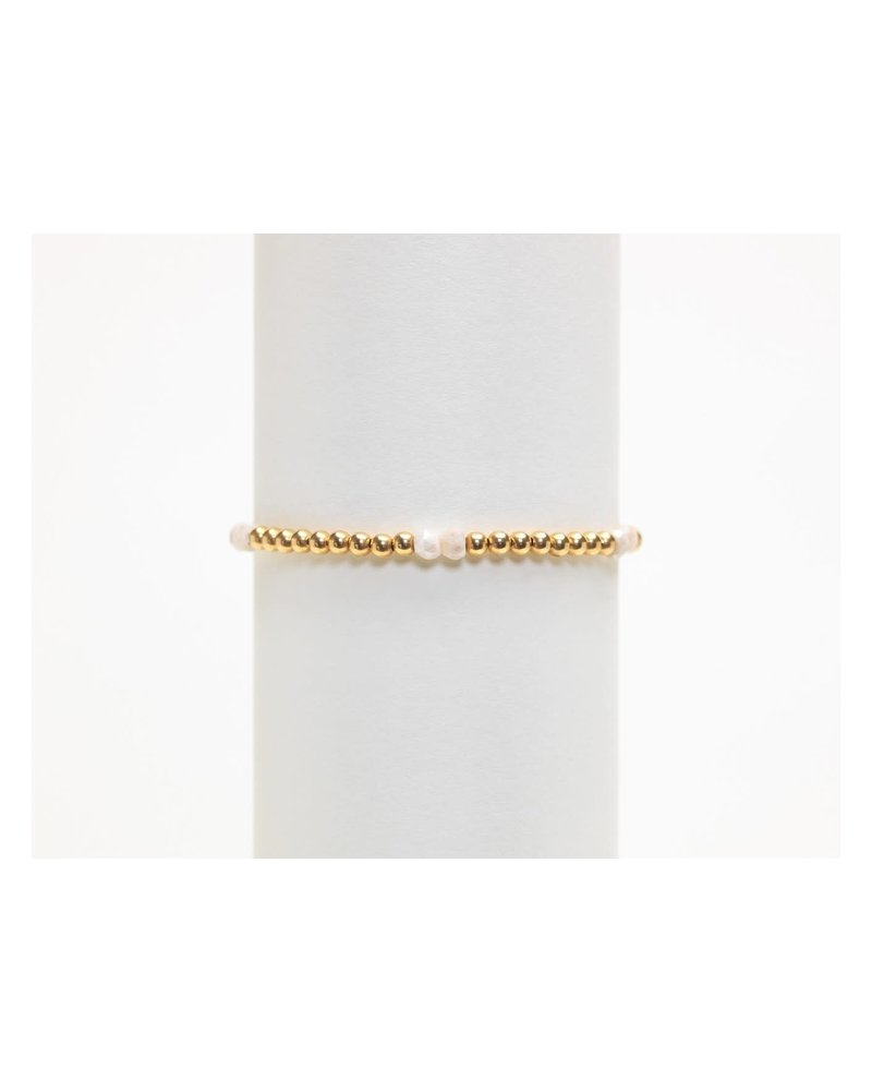 Karen Lazar 3mm Yellow Gold Bracelet with Milky Agate Pattern