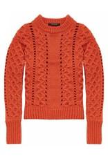 Pull en tricot à mailles torsadées