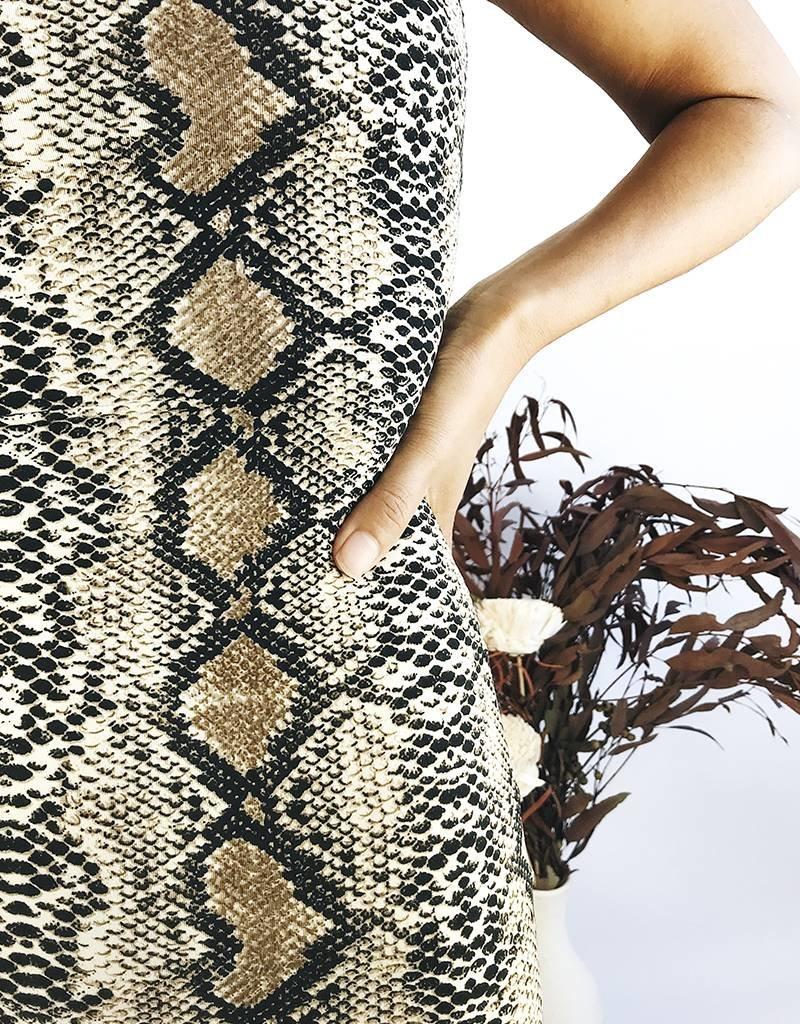 Robe moulante à imprimé serpent