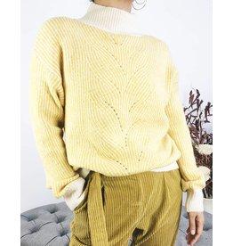 Pull en tricot à col roulé côtelé blanc