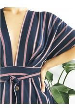 Robe rayée à décolleté plongeant et manches kimono
