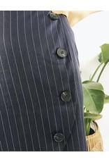 Jupe courte à rayures et boutons
