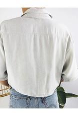 Chemise courte à rayures avec noeud sur le devant
